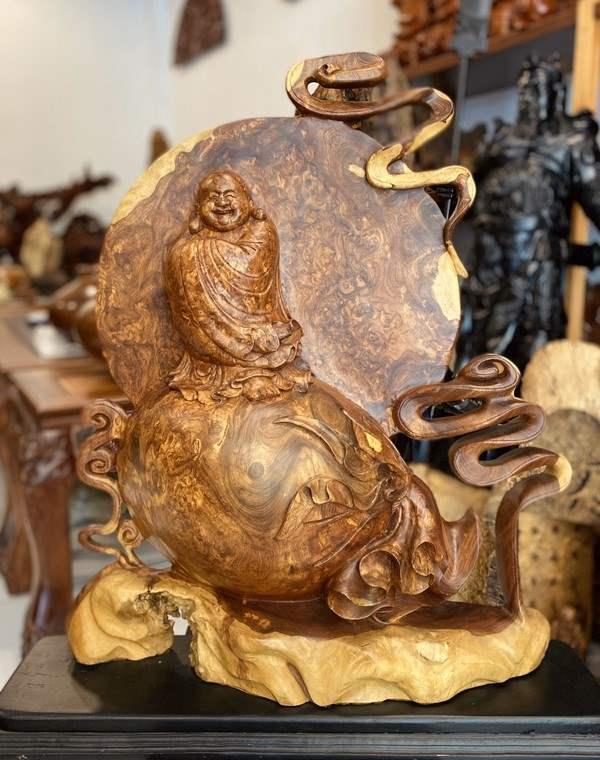tượng phật di lặc chúc phúc bằng gỗ nu hương cao cấp