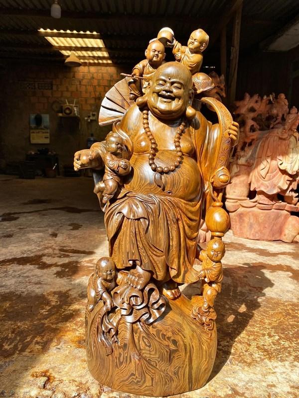 tượng phật di lặc gỗ thủy tùng