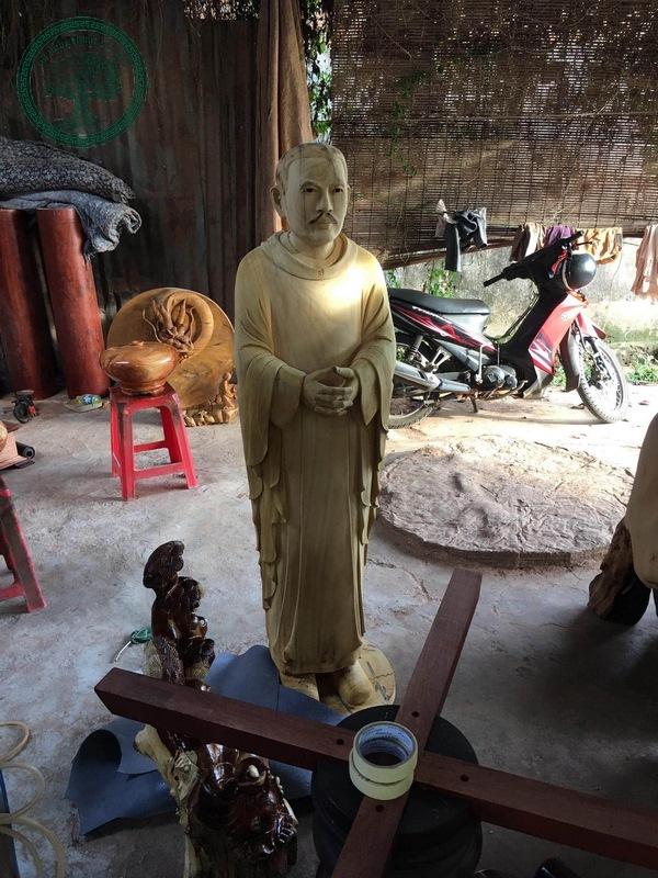 Điêu khắc gỗ theo yêu cầu Tượng Gỗ Cha Diệp
